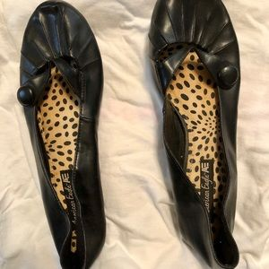 Adorable black Mary Jane-style flats w/a button